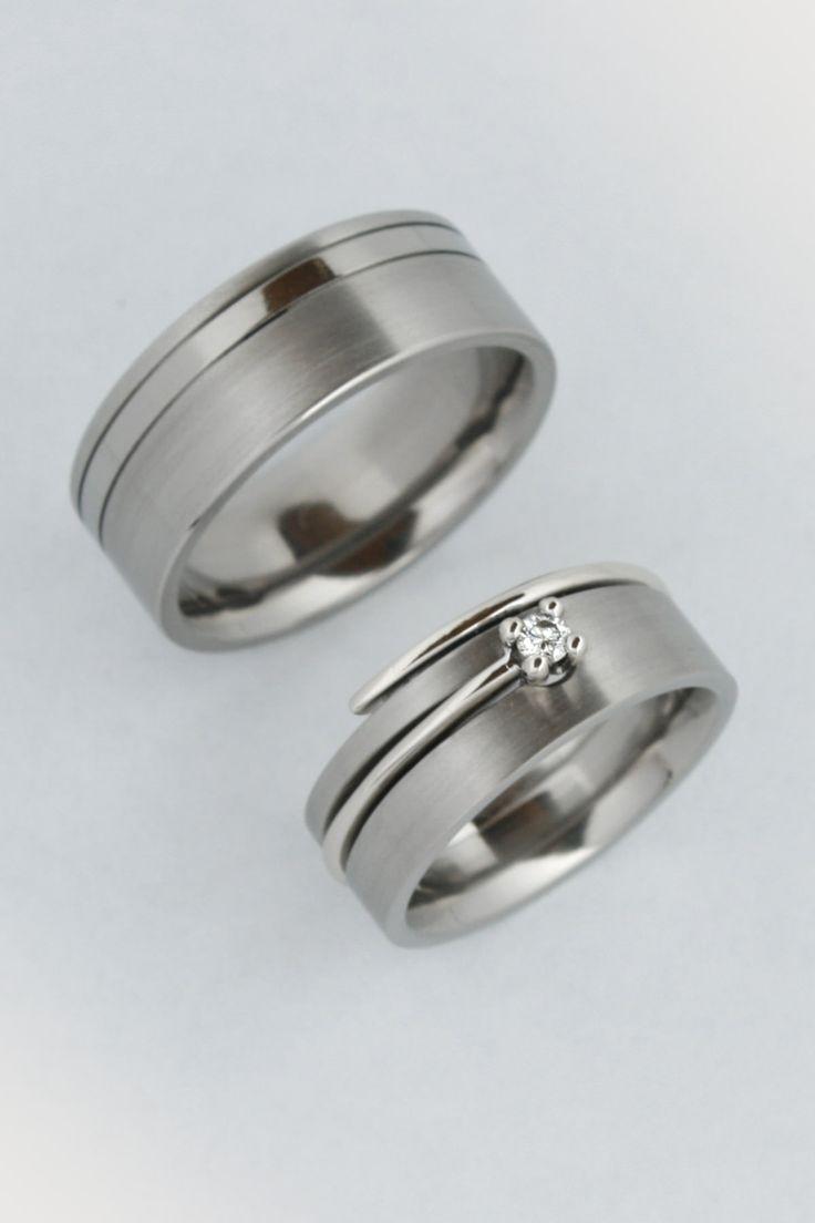 Titán gyűrű a kísérő gyűrűvel 1