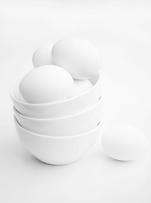 pretty: white eggs in a white bowl | Easter egg . Osterei . œuf de Pâques, white | @ craveforwhite |