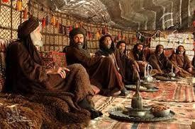 063 – Los preparativos. Mientras los talibanes pedían este martes a los afganos que se preparen para la guerra, los ulemas, dignatarios religiosos del Islam, descartaban, al parecer, la extradición del fundamentalista de origen saudita, Osama Bin Laden, refugiado en Afganistán y acusado por Estados Unidos de ser el principal sospechoso de los atentados del 11 de septiembre.