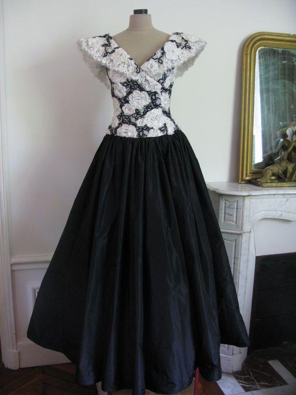 1000 id es sur le th me robes des ann es 1960 sur pinterest robe wiggle robes de soir e et - Robes annees 50 ...