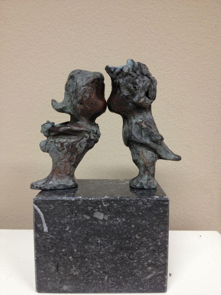 brons, klein bronzen beeldje, gemaakt in opdracht voor bruidspaar, bruiloft geschenk