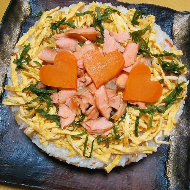 星型がなかったのでハート型で。 ケーキ風にすると見栄えがいいのでこればっか(*´∀`) - 5件のもぐもぐ - 七夕ちらし寿司ケーキ風 by yakosei