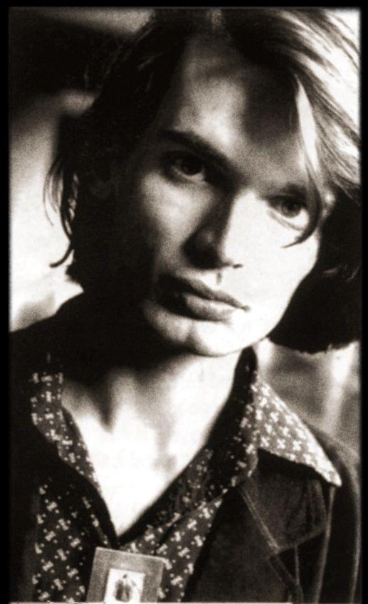 Jonny Greenwood - #Radiohead - Oxford, 1994 - By Danny Clinch