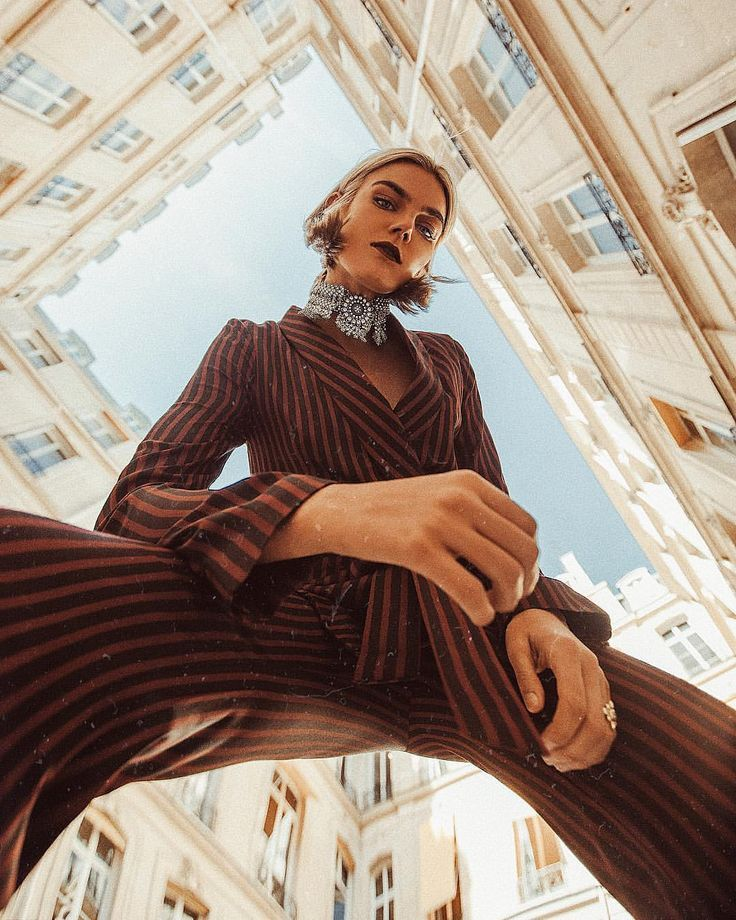 Low Angle In 2020 Urban Fashion Photography Outdoor Fashion Photography Fashion Photography Poses