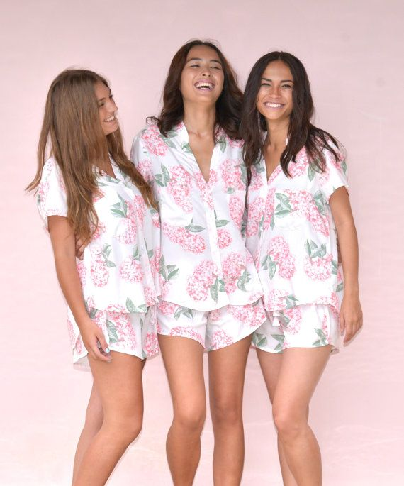 Besties looking cute in their matching pink hydrangea patterened pajamas from @piyamasleepwear