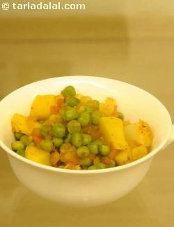 The traditional aloo-mutter combination is here in a new zero oil avatar, tasty as ever! Refrigerate boiled potatoes and boiled green peas and make this subzi in just a few minutes anytime you wish to. Since green peas are crammed with fibre, it is indeed a health treat for your heart, as fibre helps to remove excess fat (cholesterol) from the body.