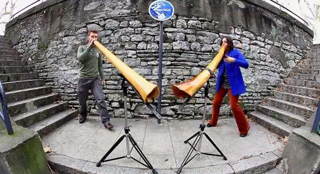振動 (゚∀゚)キタコレ!! アボリジニの楽器「ディジュリドゥ」と「ビートボックス」の融合、さらにデュエットで脳内ブルブル