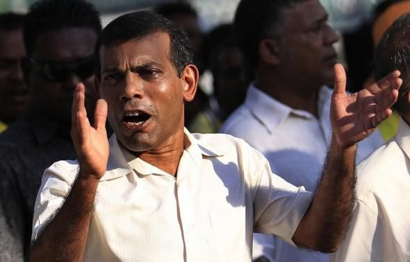 Mohamed Nasheed gestures at a political march around the island in Male, October 18, 2013.  REUTERS-Dinuka Liyanawatte
