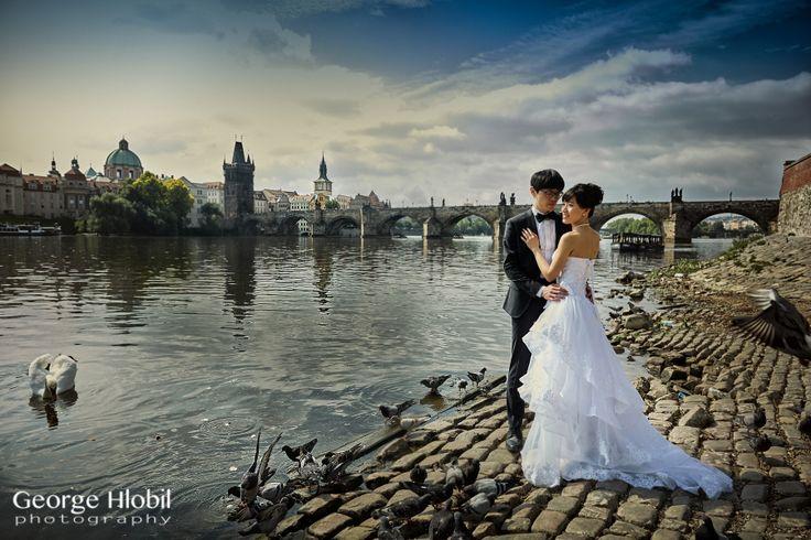 Pre-wedding photography in Prague - Charles Bridge views, see more at www.georgehlobil.com