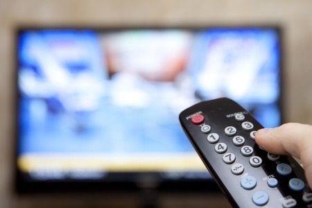 IPTV wird auch in Deutschland immer beliebter. Bei IPTV wird das Fernsehprogramm über IP basierende Netzwerke (Internet Protocol) übertragen. Welche Vor- und Nachteile sind zu erwarten.   #smarthome #tv #streaming #iptv #tech #gadgets