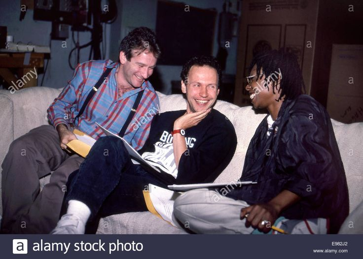 Download this stock image: Billy Crystal, Whoopi Goldberg and Robin Williams rehearsing for Comic Relief circa 1986 - E982J2 from Alamy's library of millions of high resolution stock photos, illustrations and vectors.