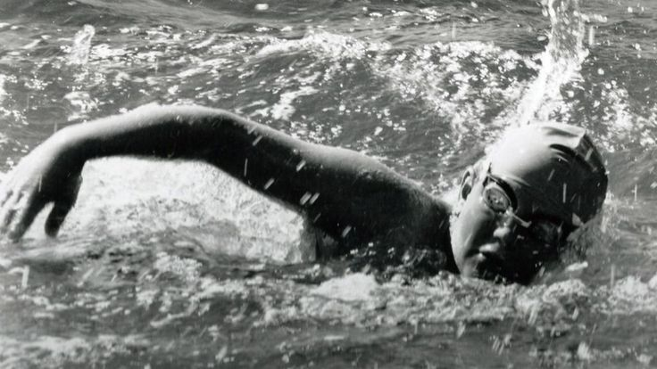 How an 11-year-old came to swim the Channel - BBC News