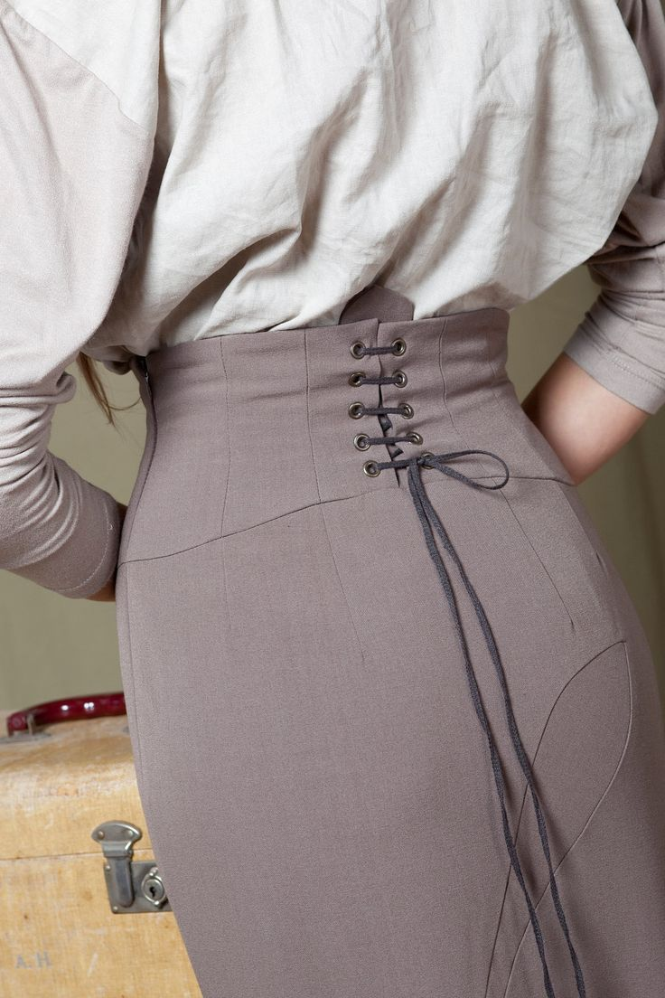 Laced up pencil skirt = omg!