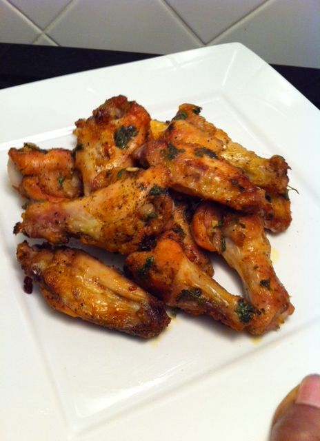 Who doesn't love wings right? LOL well here's my recipe for my garlic roasted chicken wings. This recipe was for 10 wingettes (combination of flats and drums), you can adjust the amount…