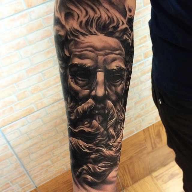 Black and grey realistic tattoo from cris cris for Greek sculpture tattoo