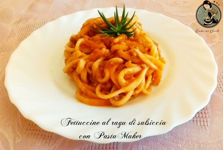Fettuccine al ragù di salsiccia con PastaMaker