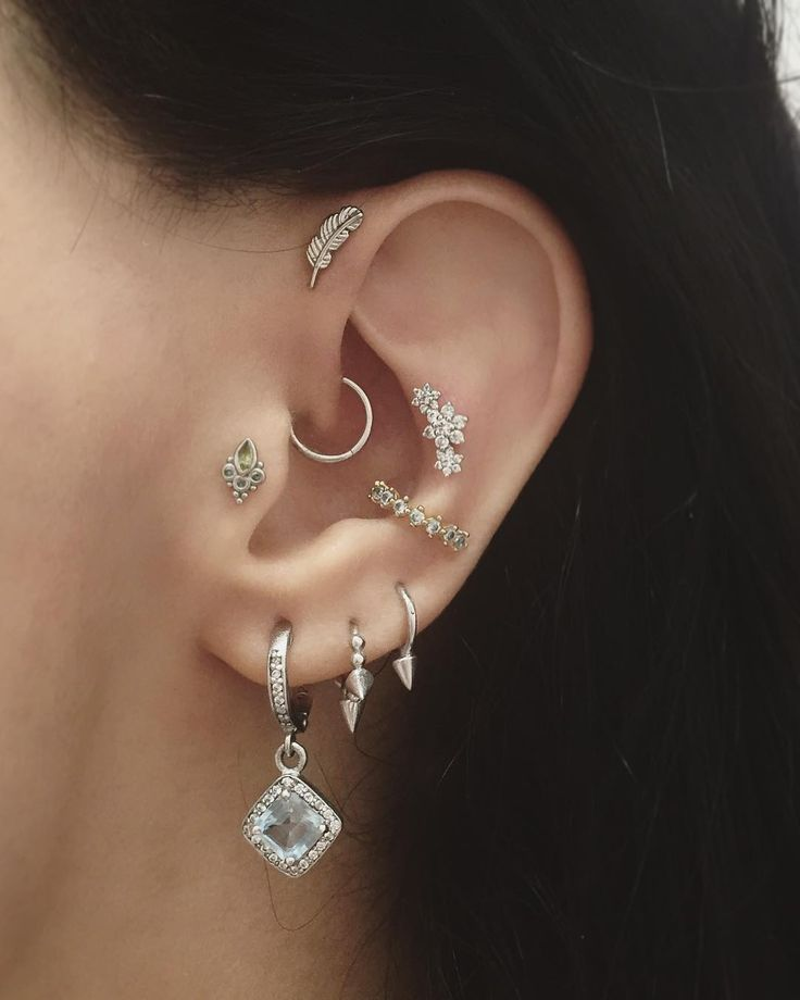 Here's my other ear, now that my contra conch piercing has healed sufficiently to wear the jewellery I initially planned for it - the triple flower garland from Maria Tash || Shop this look from @blackandwhitenomad