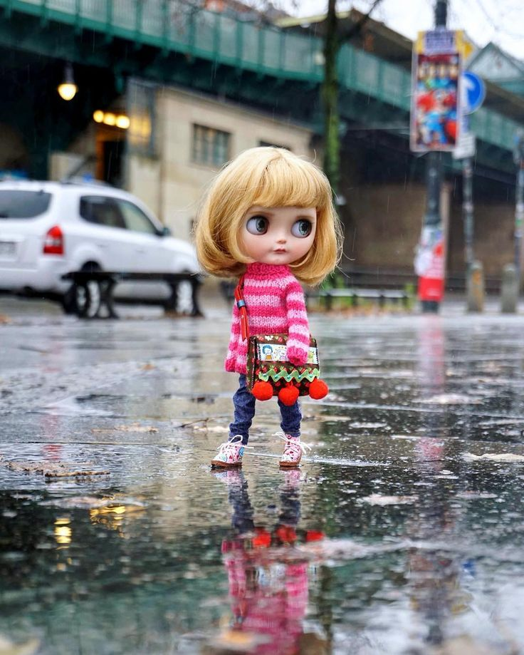 ..good morning rainy Berlin.. #miema  #miemadollhouse #berlin #germany #madeinberlin #blythe #girl #city #doll #blythedoll #outdoor #rainyday #bigeyes #blonde #blondehair #schönhauserallee #prenzlauerberg #walk #toy #japanese #sweet #lovely #love #instagram #streetstyle #street #streetphotography