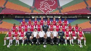 Frank de Boer heeft op de website van Ajax de wedstrijdselectie voor het uit-duel met sc Heerenveen bekend gemaakt. Ten opzichte van de wedstrijd tegen Dnipro Dnipropetrovsk ontbreken er twee namen. Nick Viergever is geschorst en Ricardo Kishna is om disciplinaire redenen niet in de selectie opgenomen.