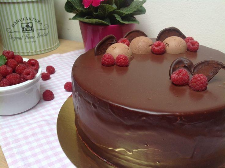 Recept na Bezlepkový dort s mascarpone a malinovým pyré z kategorie bezlepkové: Bezlepkový kakaovo-mandlový korpus (průměr 23 cm):  6 vajec, odděleně, 18...