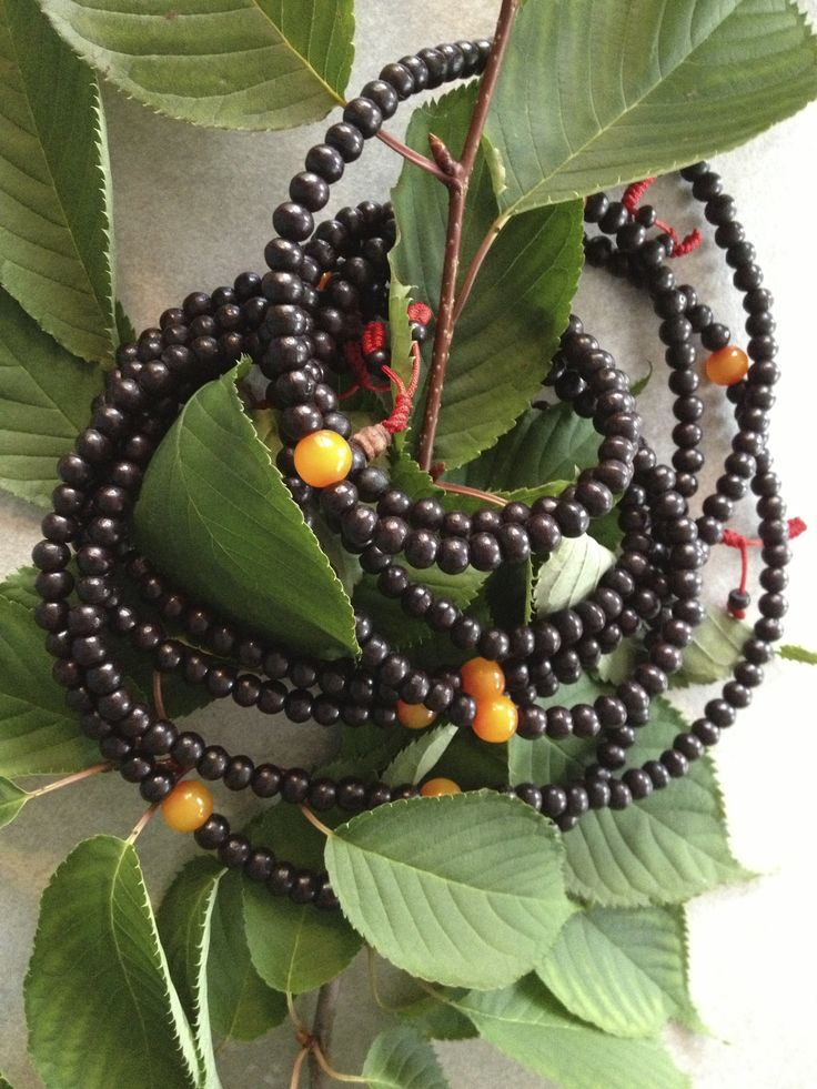 Mala Love Earth Love  Beautiful mala rosewood, 108 traditional beads from Himalaya, with the fair trade spirit.  En~JOY Your day, wherever you are MelliLove  webshop: http://www.soultoyou.tictail.com  http://www.soultoyou.se