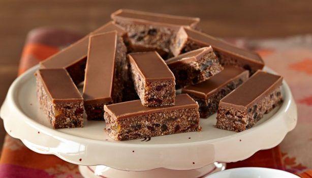 Σοκολατένιο γλύκισμα με ζαχαρούχο γάλα και ινδοκάρυδο χωρίς ψήσιμο
