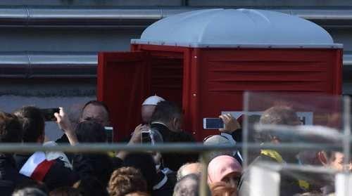 Cronaca: #FOTO / Il #Papa usa un bagno chimico alle Case Bianche (link: http://ift.tt/2nPXQaj )