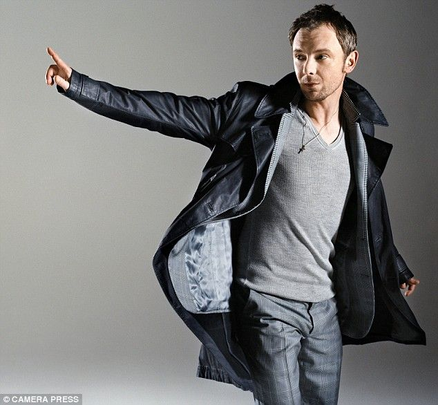 John Simm (a.k.a. The Master) Love this outfit. Looks so good.<3