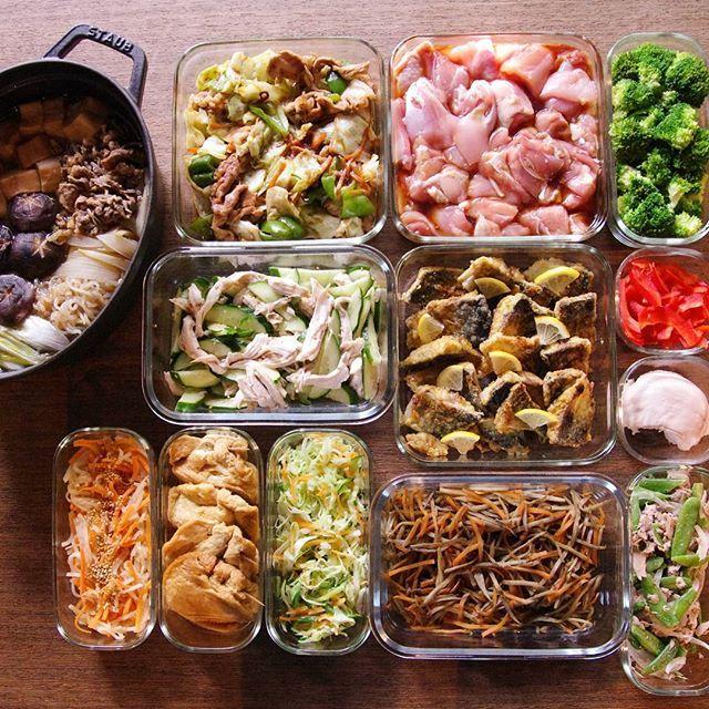 すき焼き煮/回鍋肉/唐揚げのもと/ゆでブロッコリー/蒸し鶏きゅうり/鯖のカレー竜田/パプリカスライス/蒸し鶏/大根とにんじんのナムル/玉子巾着/コールスローのもと/きんぴらごぼう/スナップエンドウのツナサラダ これと、ローストビーフ。 #作り置き #常備菜 #おかず #つくりおき #つくおき #ストックおかず #料理 #クッキングラマー #cooking #instafood #foodphoto #staub #ストウブ #うちごはん #ごはん #instacook #instahomemade #delistagrammer #homecooking #cookingram #food #cooking #kurashiru