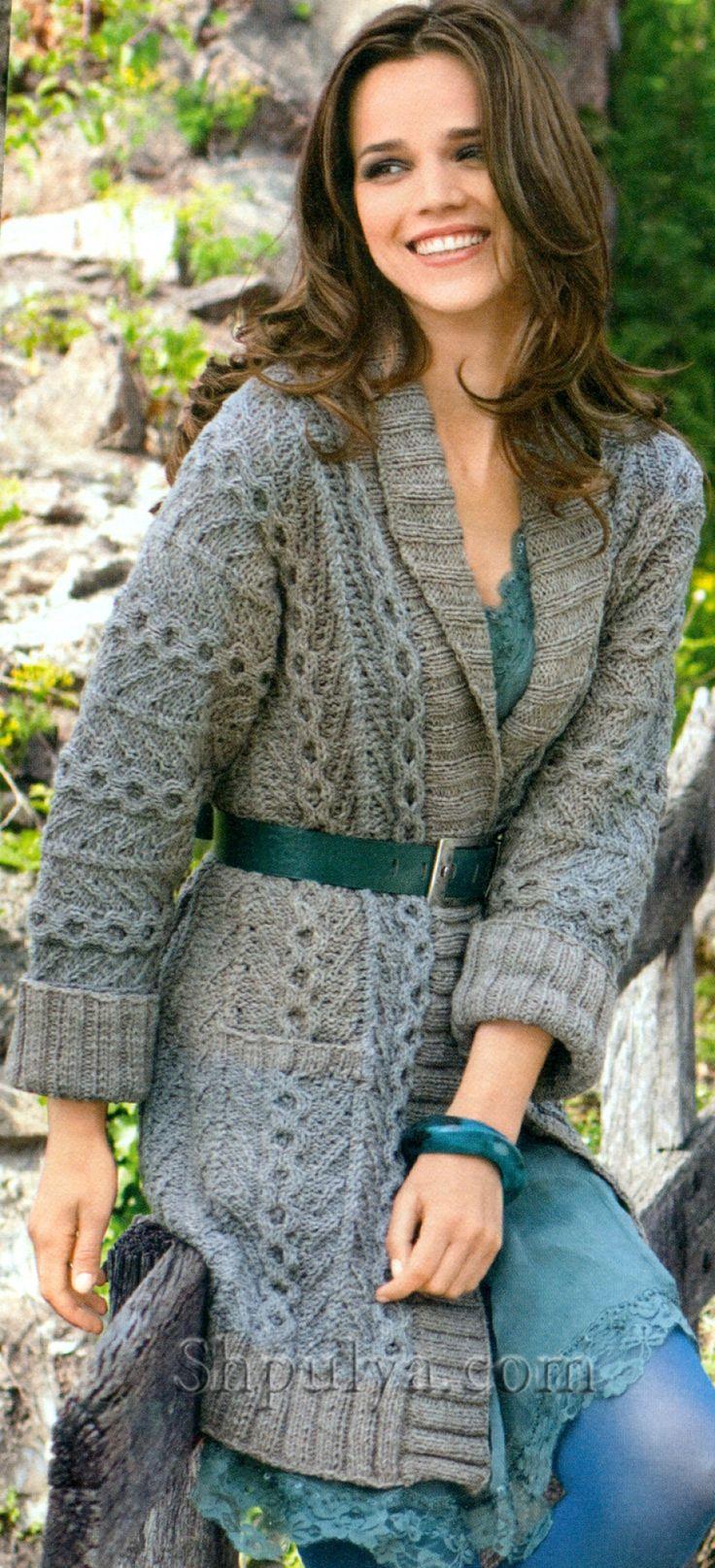 Пальто с цельновязанными рукавами спицами