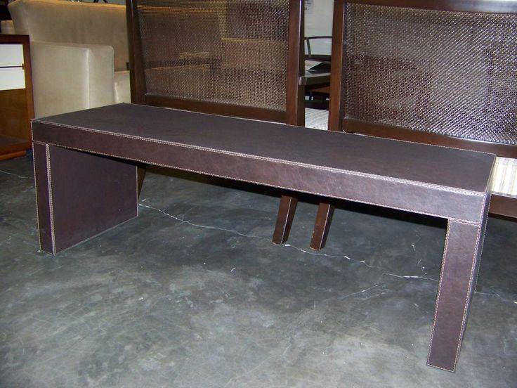 Nuestra banqueta modelo Puente está totalmente construída con materiales ecológicos. Cumple tres funciones: Banqueta auxiliar de living  - Mesa Frente de un sofá - Pie de cama.