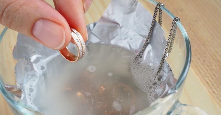 6 astuces pour faire briller vos bijoux comme jamais!