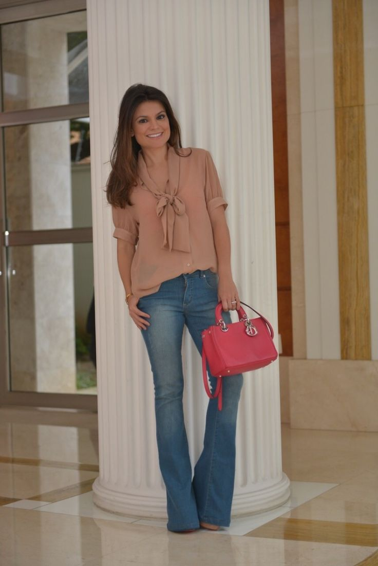 Carol Bassi top and denim.                                                                                                                                                     Mais