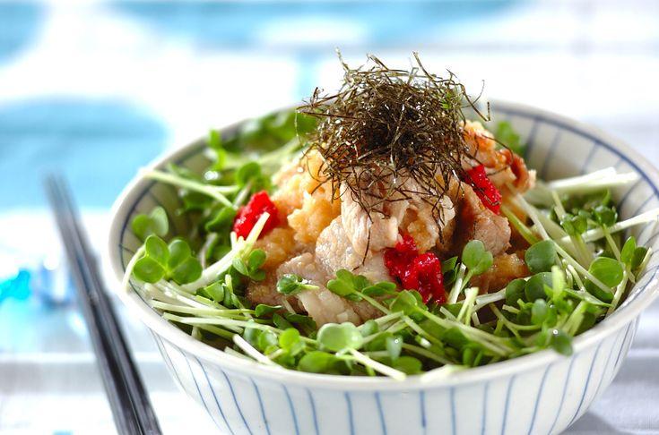 あっという間にできる簡単丼。豚肉の脂も大根おろしと梅干しでとってもサッパリします。ワサビもきかせて大人の丼に。梅おろし豚丼/増田 知子のレシピ。[和食/ご飯もの(寿司、ご飯、どんぶり)]2010.07.05公開のレシピです。