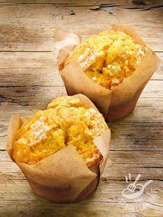 La ricetta Muffins di ricotta e arancia soddisfa il palato di tutti gli amanti del dolcetto americano più famoso. Deliziosa nella sua semplicità! #muffindiricotta #muffindiarancia