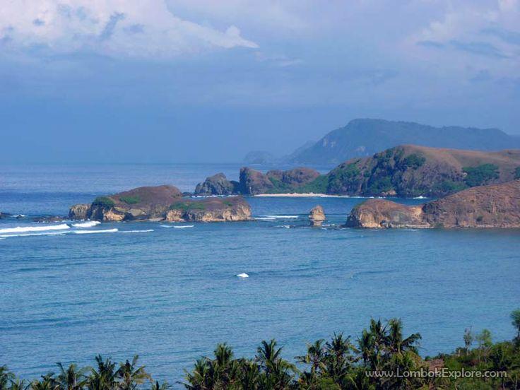 Bukit Gerupuk (Gerupuk hill), Central Lombok, Indonesia. For more information, please visit www.LombokExplore.com.