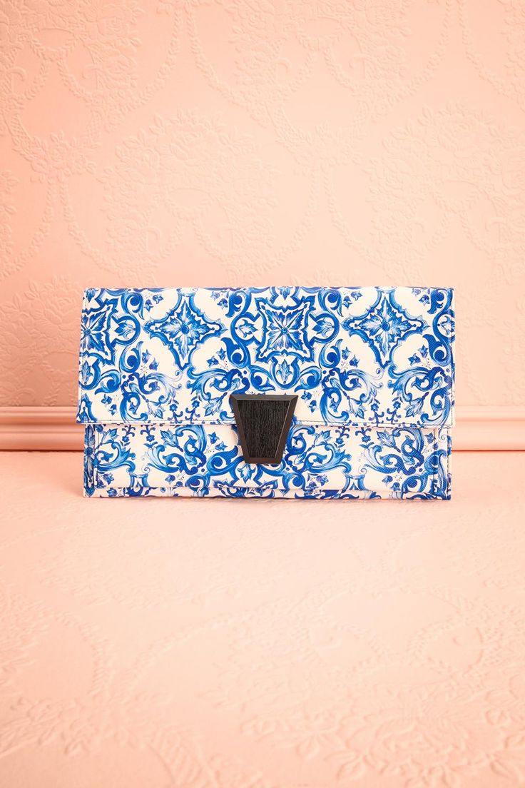 Tourdion #Boutique1861 / A blue clutch for the sweetest occasions ! #promaccessories #bridesmaids