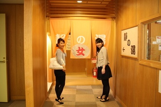 Okayama Tsuyama|岡山 津山|湯郷鷺温泉館  やっぱり冬は温泉だよね~!    趣の違う2つの大浴場のほか、2階には露天風呂付など特徴的な5つの家族風呂を完備。「美人の湯」とも呼ばれる湯郷温泉のお湯にほっこりつかれば、つるつるお肌に♥
