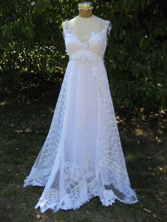 This would be great for a formal dress, for any steampunk ball. etsy.com/hippiebride