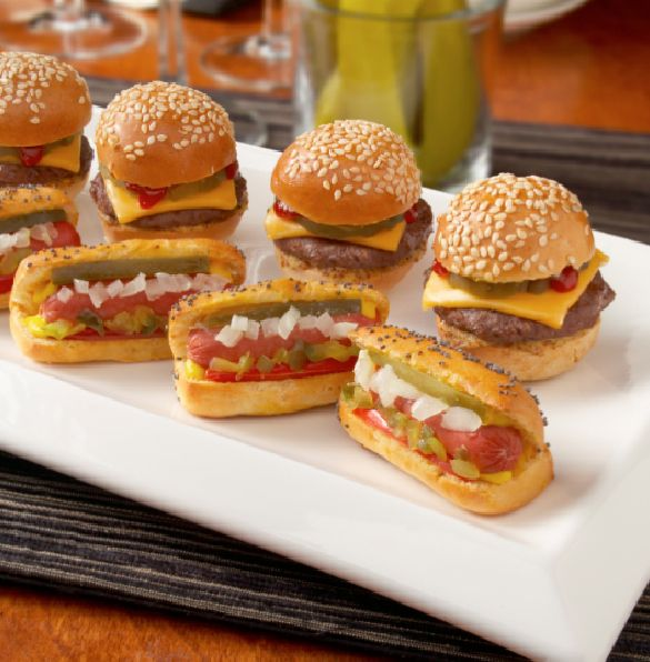 Mini hamburger e hot dogs