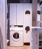 Fürdőszobákhoz tervezett szennyestartó szekrények