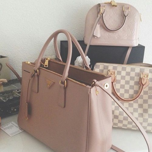 luxurybae: IG: LEVALVEE Click here for 30+... - CHANEL