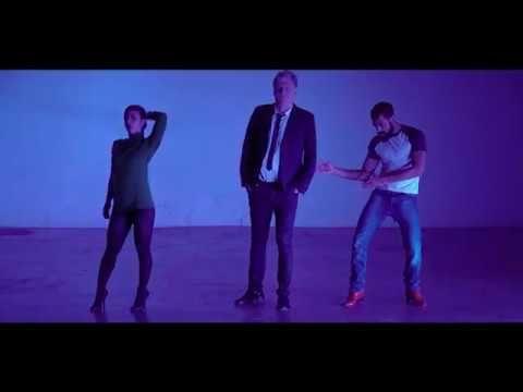 « Happy Hour » réalisé par César Vayssié En concert le 30 novembre 2017 au Trianon Paris billetterie http://www.fnacspectacles.com/place-spectacle/manifestat...