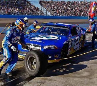 NASCAR Phoenix results: Brad Keselowski takes Chase lead; Jimmie Johnson crashes; fight marred finish - NASCAR - Sporting News