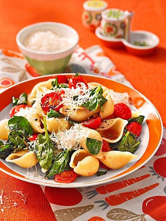 Tomaten-Spinat-Pasta, ein tolles Rezept aus der Kategorie Pasta. Bewertungen: 70. Durchschnitt: Ø 4,3.