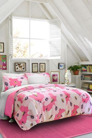 Isn't this so pretty? The designs are beyond perfect for the room shape and it's so matchy matchy it makes me happy... :)
