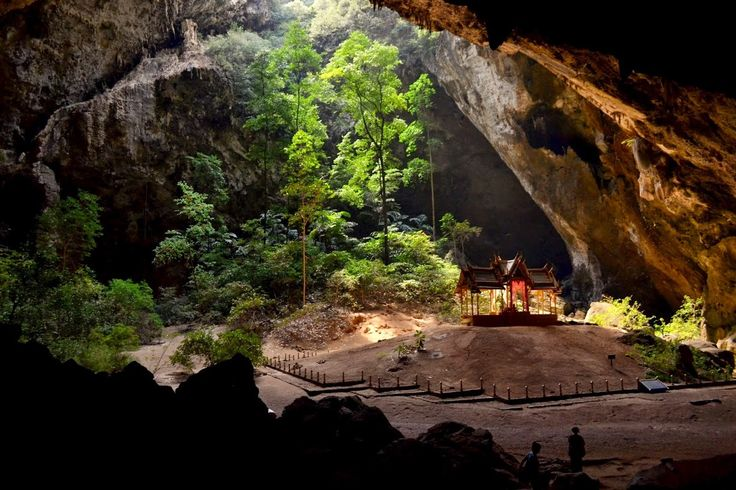 El mundo escondido. Asombro bajo tierra. Cueva Phraya Nakhon, Tailandia. Situado profundamente dentro de Tailandia Sam Roi Yot Parque Nacional de Khao, casi 300 kilómetros al sur de Bangkok