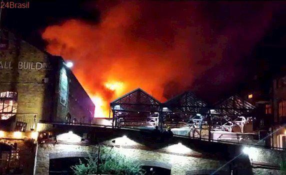 Novo incêndio na capital inglesa: Grande incêndio em ponto turístico no norte de Londres assusta ingleses