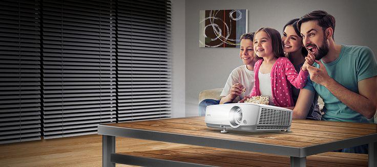 Disfrutar junto a tu #familia 👪 es sencillo y más en estos días de #invierno ❄. Instala tu #proyector y a disfrutar de todo el cine en casa 🎬    Entra en nuestra web: www.sound-pixel.com y consigue el tuyo por menos de lo que imaginas
