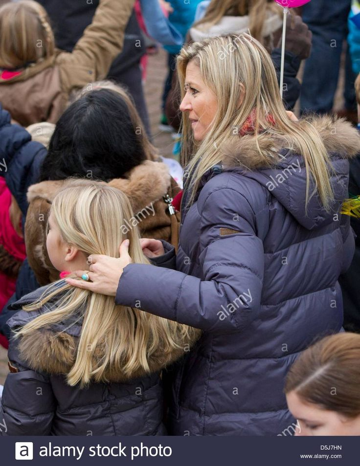 Dutch Princess Maxima (R) and her daughter Amalia are pictured during the welcome event for Sinterklaas and his Zwarte Pieten in the harbor of Scheveningen, The Netherlands, 17 November 2012. Photo: Patrick van Katwijk NETHERLANDSOUT Stock Photo